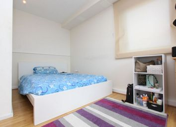 Thumbnail Room to rent in Bordeaux, Luxembourg Mews, Stratford