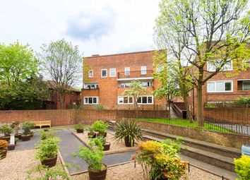 3 bed maisonette to rent in Cowenbeath Path, Islington N1