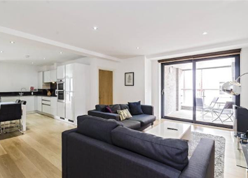 Thumbnail 4 bed flat to rent in Whitechapel Road, London