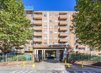 Mile End Road, London E1. 2 bed flat