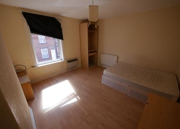 3 bed property to rent in Thornville Street, Hyde Park, Leeds LS6