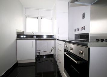 3 bed flat to rent in Hatherley Road, London E17