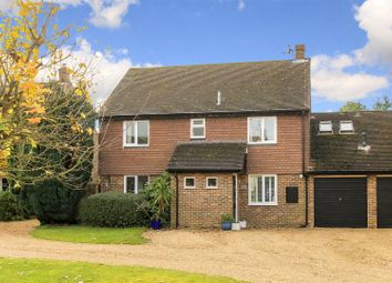 Thumbnail 4 bed property for sale in Hollyfield Close, Tring