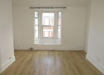 2 bed flat to rent in Richmond Road, Gillingham ME7