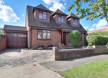 St Davids Drive, Leigh-On-Sea, Essex SS9. 3 bed detached house