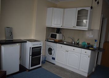 Thumbnail Room to rent in Woodstock Avenue, Golders Green, London