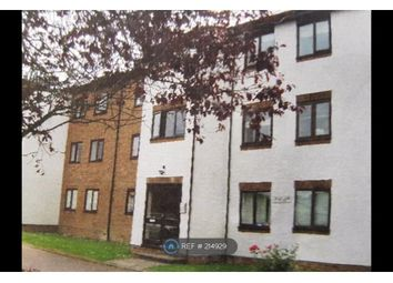 Thumbnail 2 bed flat to rent in Queens Drive, Abbots Langley
