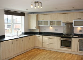 Thumbnail 2 bed flat to rent in London Street, Reading, Berkshire