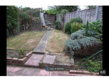 Room to rent in Hayling Road, Watford WD19