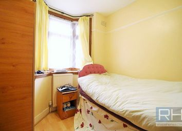 Thumbnail Room to rent in Princes Avenue, London