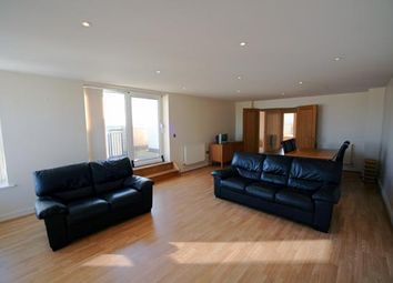 3 bed flat to rent in Newport Avenue, London E14