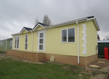 Thumbnail 2 bedroom mobile/park home for sale in Cheveley Park, Grantham