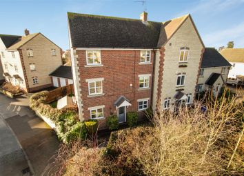 Thumbnail 3 bed town house for sale in Mallards Way, Bicester