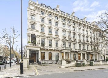 3 bed flat to rent in Hyde Park Gate, London SW7