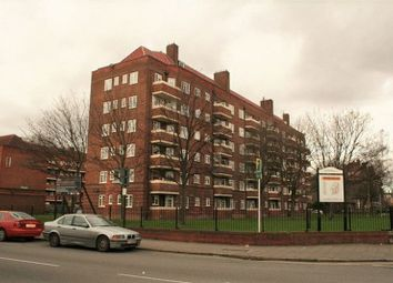 Thumbnail 4 bed flat to rent in Frampton Park Road, London