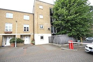 Thumbnail 2 bed flat to rent in Amhurst Road, Hackney