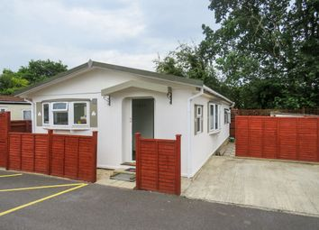 2 bed mobile/park home for sale in Western Avenue, Didcot OX11