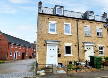 3 bed town house for sale in Field Acre Way, Long Stratton, Norwich NR15