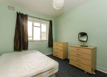 Thumbnail 3 bedroom flat to rent in Broomhouse Lane, Parsons Green