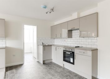 2 bed flat to rent in Albert Street, Hucknall, Nottingham NG15