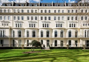 Thumbnail 1 bed flat to rent in Garden House, London