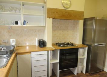 Thumbnail 2 bed flat to rent in Blenheim Road, Wakefield