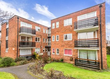 Thumbnail 2 bedroom flat to rent in Parkmore Close, Woodford Green