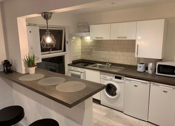 2 bed flat to rent in Hogarth Road, London SW5