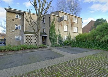 Thumbnail 1 bed flat to rent in Buckingham Close, Ealing