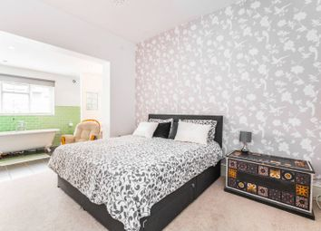 5 bed property for sale in Sussex Way, Finsbury Park, London N7