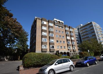 Hartington Place, Eastbourne BN21. 3 bed flat