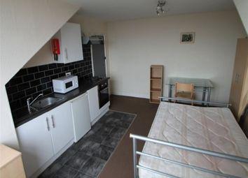 Thumbnail Studio to rent in Manor Terrace, Hyde Park, Leeds