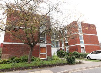 2 bed flat to rent in Brantwood Court, West Byfleet KT14