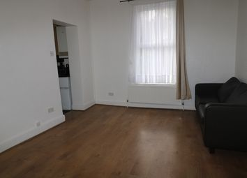 Thumbnail 1 bed flat to rent in High Street Penge, London