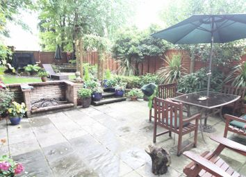 Thumbnail 5 bed town house to rent in Homefield Road, Hemel Hempstead