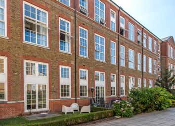 Thumbnail 3 bed flat to rent in Enfield Road, Islington, London
