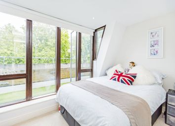 2 bed flat to rent in Clapham Common South Side, Clapham South, London SW4