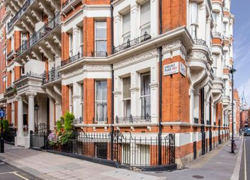 Cardinal Mansions, Carlisle Place, London SW1P. 4 bed flat for sale