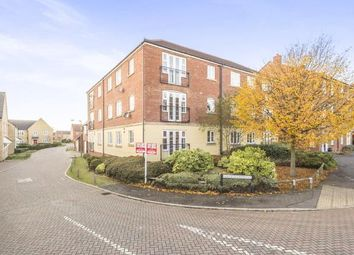Thumbnail 2 bedroom flat for sale in Fairfield Crescent, Stevenage, Hertfordshire, England