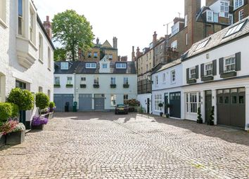 Pont Street Mews, Knightsbridge, London SW1X. 3 bed terraced house for sale