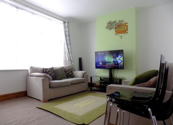 Thumbnail 4 bed flat to rent in High Street, Slough, Berkshire
