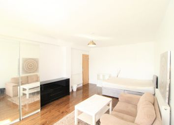 2 bed flat to rent in Milton Court Road, London SE14