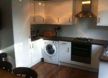2 bed maisonette to rent in Simpson Street, Battersea SW11