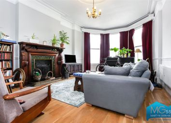 Colney Hatch Lane, Muswell Hill, London N10. 3 bed flat