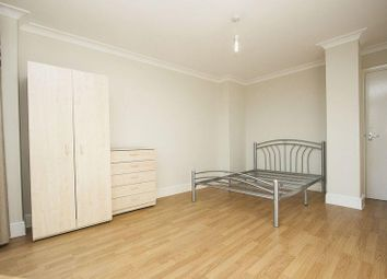 Thumbnail 3 bed flat to rent in The Grove, London