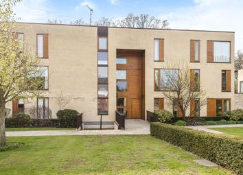 Thumbnail 2 bedroom flat for sale in Cliveden Gages, Maidenhead