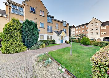 Thumbnail 2 bed flat to rent in Windsor Close, Farnborough