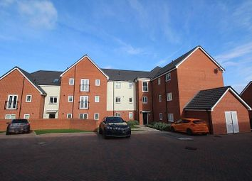 2 bed flat to rent in School Avenue, Basildon, Essex SS15