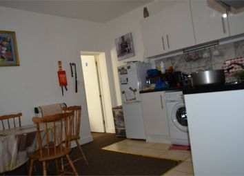 Thumbnail 3 bedroom flat to rent in Kingsley Road, Hounslow, Greater London