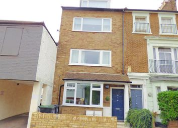 Thumbnail 1 bedroom flat to rent in Kings Avenue, Buckhurst Hill, Essex